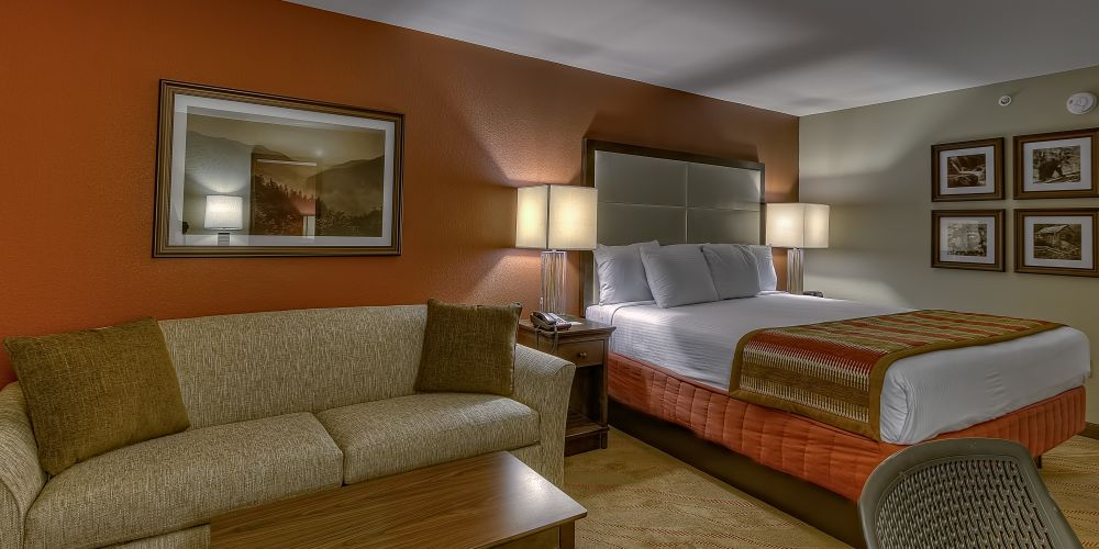 MODERN GUESTROOMS & AMENITIES